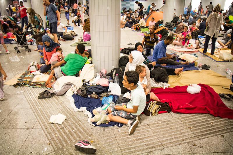 「人々が私たちの戸口で死んでいる」 急増する欧州の移民・難民 対応するキリスト教援助団体