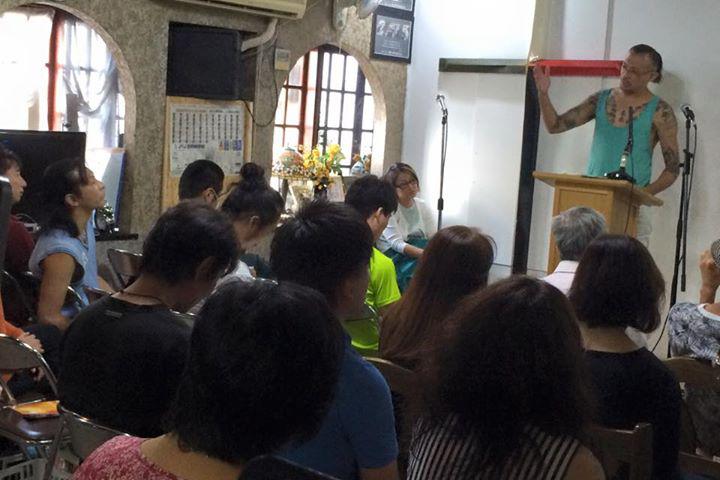 「罪人の友」主イエス・キリスト教会(通称:罪友)の礼拝風景。礼拝は、毎週日曜日午後2時半から行われている。