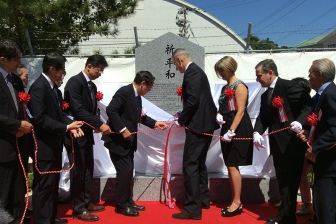 長崎・香焼の捕虜収容所跡地に記念碑、元捕虜ら20人来日 平和願い祈り
