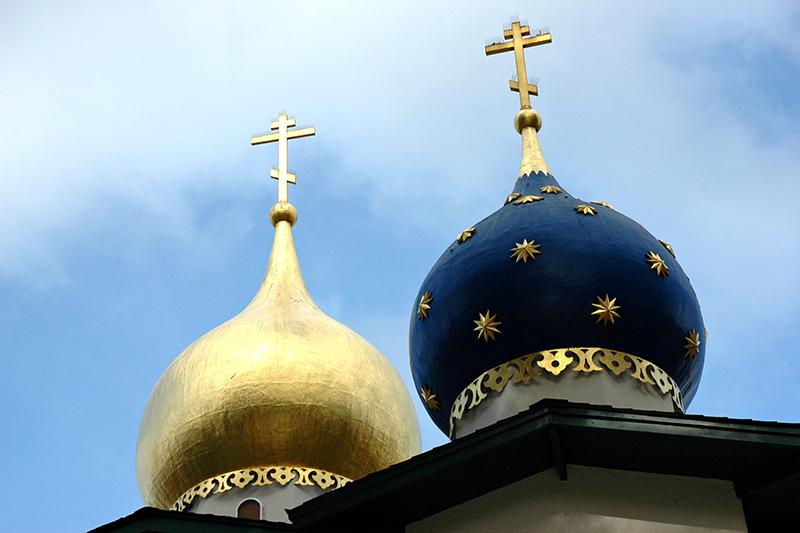 米カリフォルニア州にある正教会の尖塔。正教会で用いられる八端十字架が掲げられている。(写真:Wonderlane)