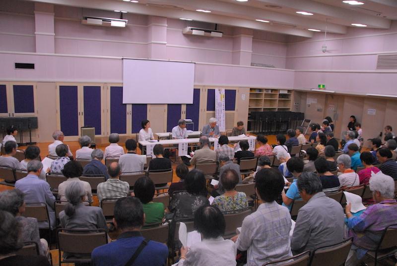 上映後のトークセッションの様子=5日、矯風会館(東京都新宿区)1階ホールで<br />