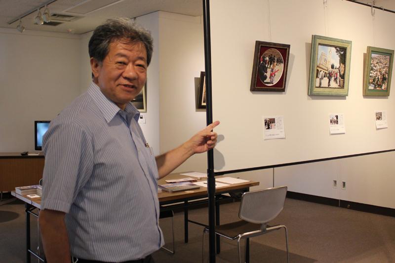 撮影者の平岡真一郎さん(66)。イスラエルにはこれまで20回は訪れているという。テーマなどは決めないで行き、その時々に撮影したいものを撮るという=22日、東京福音会センター(東京都中央区)で