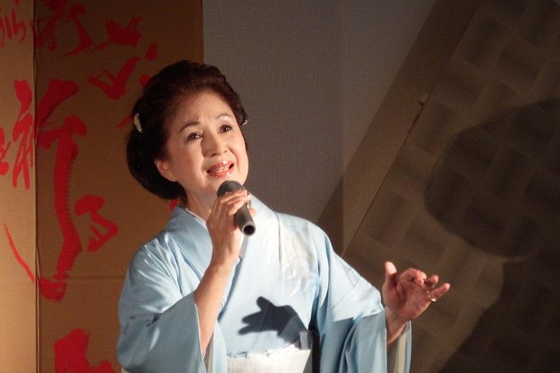 対馬丸の子どもたちの叫び、生存者の心の痛みを知り、7年前から朗読会を開いているクリスチャン女優の松木路子(本名・ファリア路子)さん=9月19日、埼玉県の草加市文化会館で