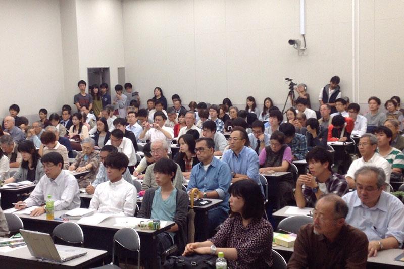 大学関係を中心に約170人が集まった=1日、関西学院大学(兵庫県西宮市)で