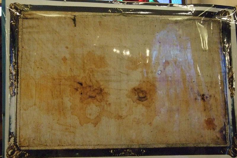 イエスを包んだ亜麻布!? 教会でバチカン公認「トリノの聖骸布」レプリカ公開 聖骸布研究65年の神父が講演