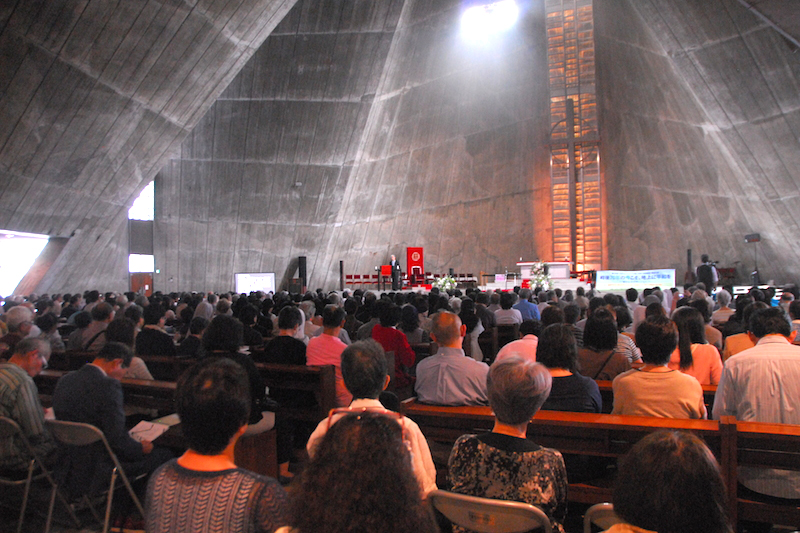 第39回日本カトリック「正義と平和」全国集会2015東京大会の開会式の様子=9月21日、東京カテドラル大聖堂(東京都文京区)で<br />