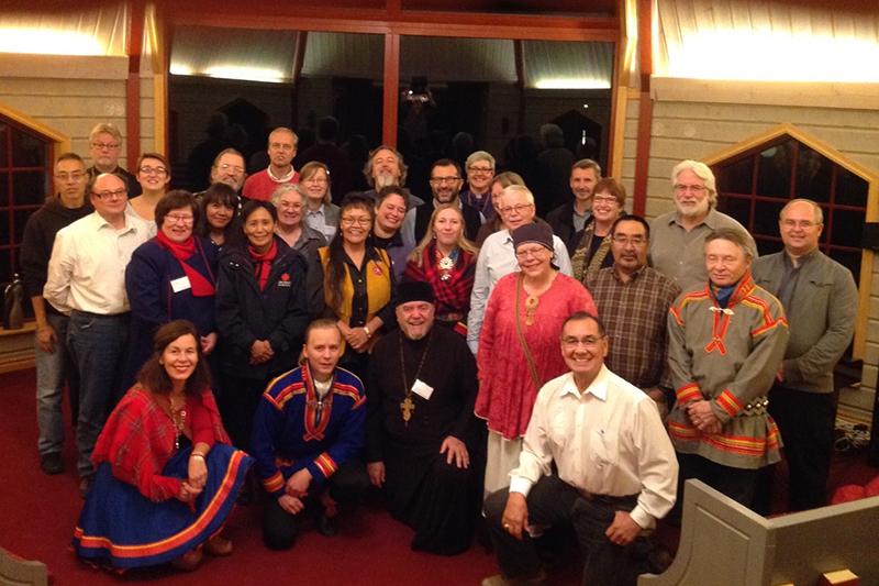 「北極のいのちの未来―気候変動の影響:先住民族と宗教の視点」をテーマに、スウェーデン北部のストールフォルセンで開かれた会議の参加者たち(写真:Chief Littlechild)
