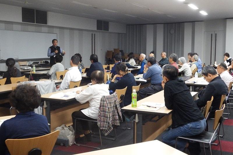 市民講座「世界の不思議なキリスト教」には、約30人の参加者が集まり、講義に熱心に耳を傾けた=8日、桜美林大学町田キャンパス(東京都町田市)で