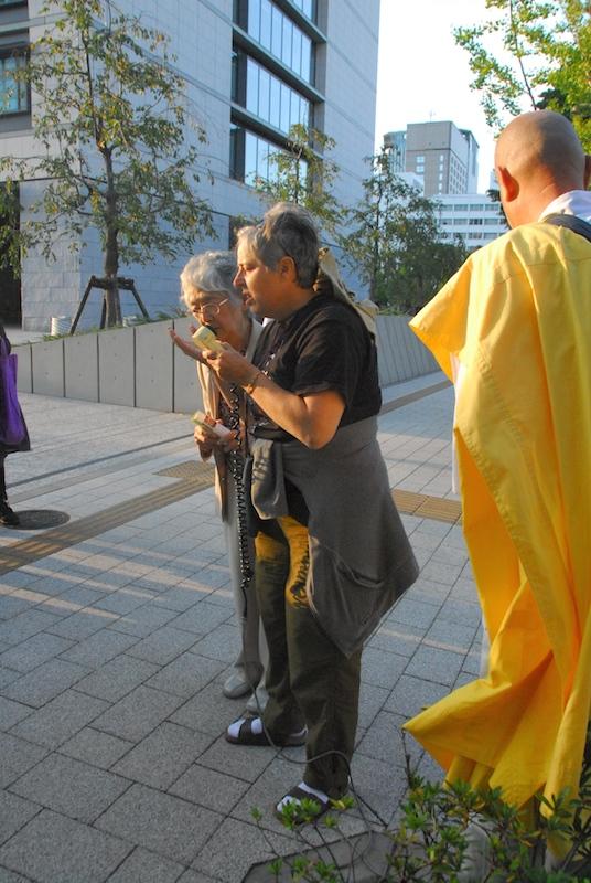 """米国から宗教者の平和運動家も連帯し祈り 「戦争法制の廃止を求める 宗教者緊急祈念集会」""""毎月19日は国会前へ"""""""