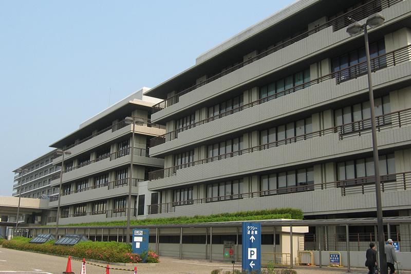 京都大学医学部付属病院(写真:Mariemon)<br />