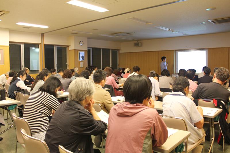 この日は幅広い年齢層の人たちが集まり、日本で暮らす難民の現状や制度の課題について考えた=28日、カトリック麹町聖イグナチオ教会アルペホール(東京都千代田区)で