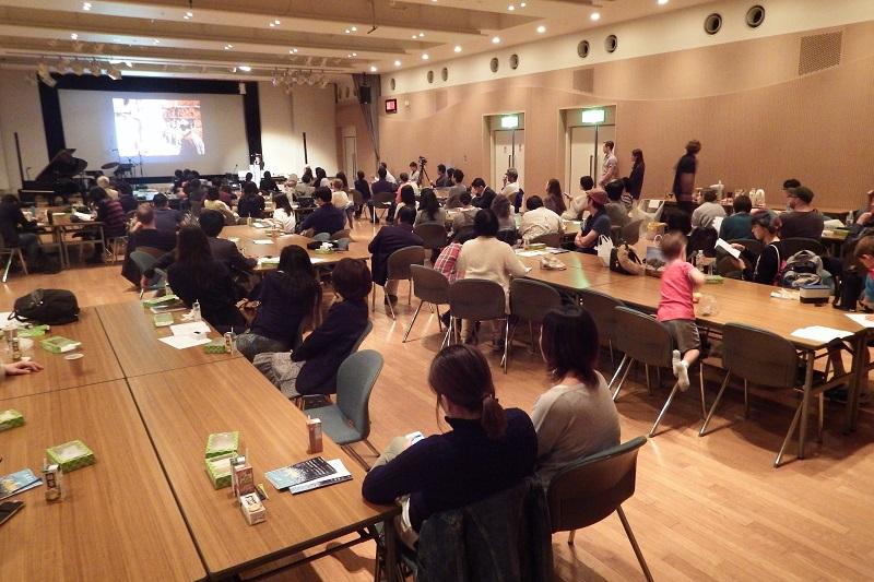 体験型アートフェスタ「HEART OF THE ARTS」会場の様子=10月17日、浜離宮朝日小ホール(東京都中央区)で