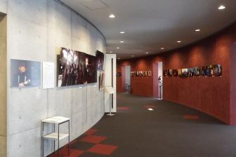 """""""まっとうな未来を創るために"""" 桃井和馬写真展、桜美林大学で来年3月15日まで開催"""