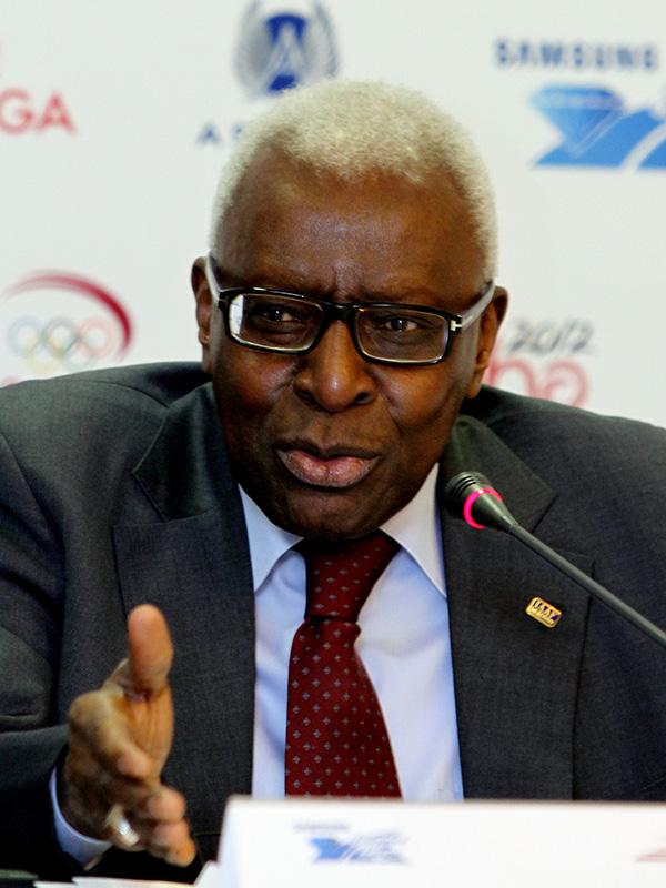 ロシア人選手のドーピング隠蔽問題で、ロシア陸上競技連盟(RA)からの収賄容疑がかけられている国際陸上競技連盟(IAAF)前会長のラミン・ディアク氏(セネガル)=2012年(写真:Doha Stadium Plus Qatar)