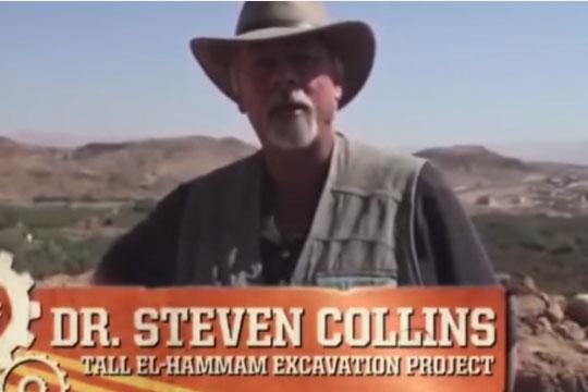 考古学者のスティーブン・コリンズ氏(写真:ユーチューブの動画より)