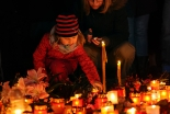 パリ同時テロ:127人死亡、「イスラム国」が犯行声明 教皇が哀悼の意