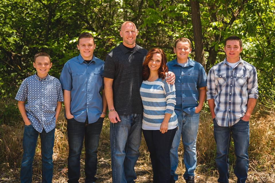 故エディ・クレイン牧師と家族(写真:エディ・クレイン牧師のフェイスブックより)