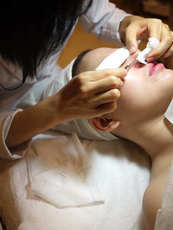 美容クリニックで施術を受ける女性 ※ 写真はイメージです。(写真:meg.dai)