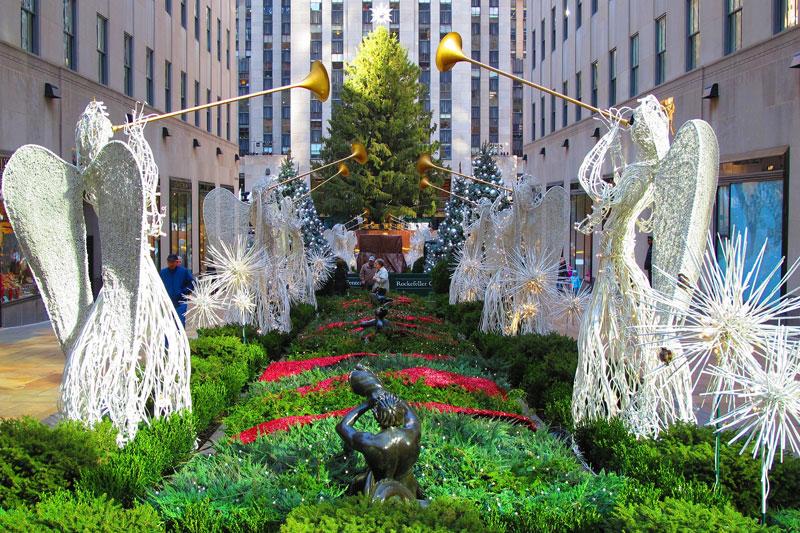 米ニューヨーク市にあるロックフェラー・センターのクリスマスツリー(写真:Andrew Dallos)