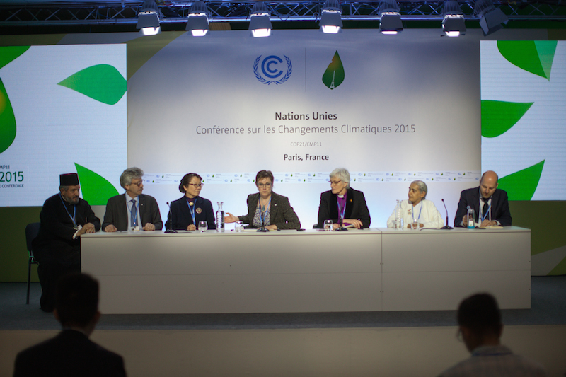 COP21で記者会見を行う宗教者の代表たち=4日(写真:Sean Hawkey / WCC)