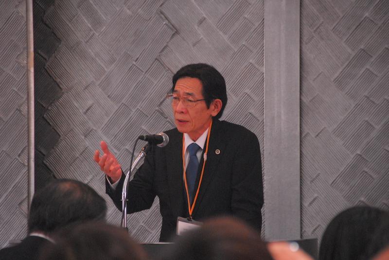 第3回「マイノリティ問題と宣教」国際会議2日目に二つ目の主題講演を行い、会場からの質問に答える大阪弁護士会の丹羽雅雄弁護士=11月19日、在日本韓国YMCA9階国際ホールで