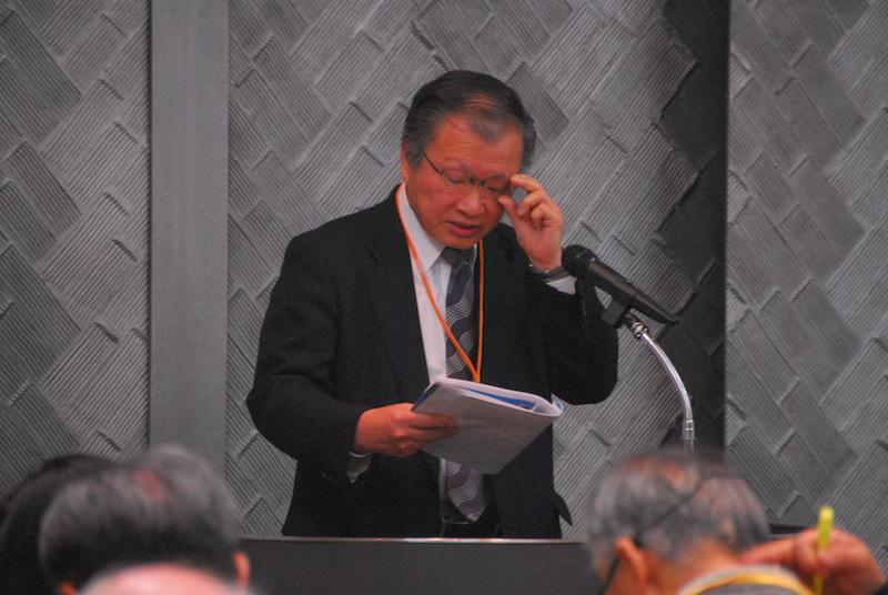聖書研究で講演する金性済牧師=11月20日、在日本韓国YMCA9階国際ホールで