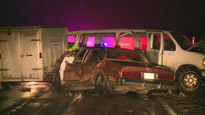 ネブラスカ州コロンで起きたNETミニストリーズのバンの衝突事故の模様(写真:1011NOWのスクリーンショット)