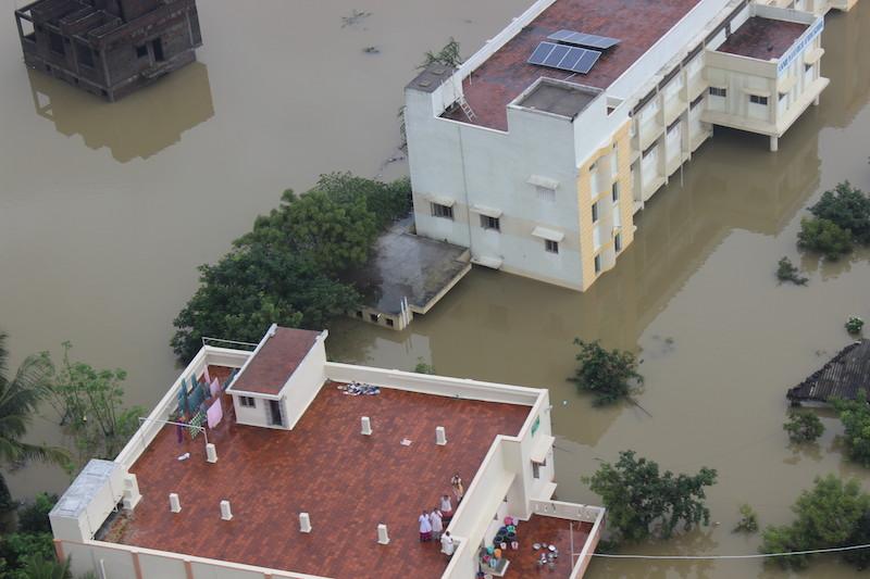 インドのチェンナイ洪水でクリスマスの祝祭中止、パキスタンのペシャワールでは治安改善で復活