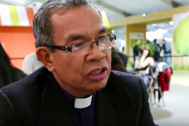 WEA公式動画「COP21におけるキリスト教徒の声」(英語)で「気候変動の問題は福音の問題だ(The issue of climate change is a gospel issue)」などと語るWEA総主事のエフライム・テンデロ監督(画像:同動画のスクリーンショット)