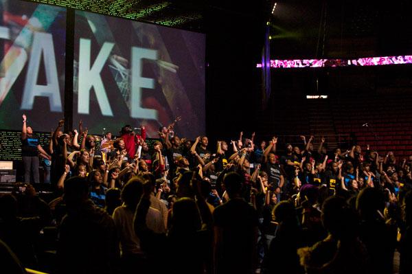 数千人がティーン・マニアのイベント「アクワイヤ・ザ・ファイアー」に参加した。(写真:ティーン・マニア)