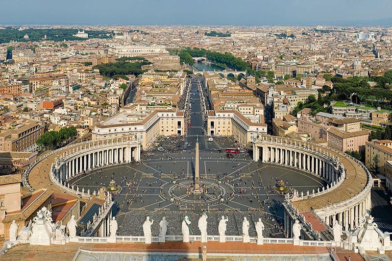 バチカンのサンピエトロ大聖堂からの眺め(写真:Diliff)