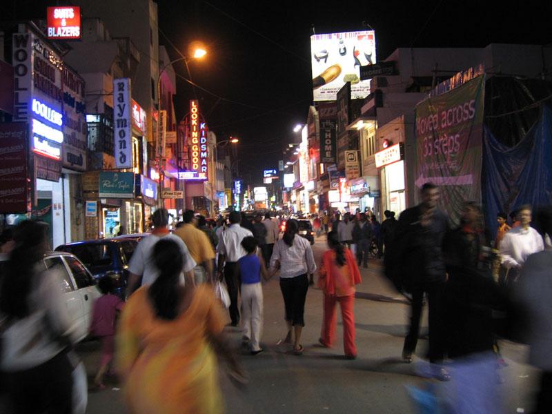 インド・カルナータカ州の州都バンガロールの繁華街(写真:GatesPlusPlus)
