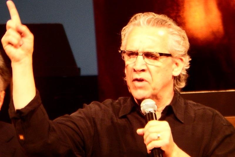 聖会1日目夜のセッション2でメッセージするビル・ジョンソン牧師=7日、板橋区立文化会館(東京都板橋区)で