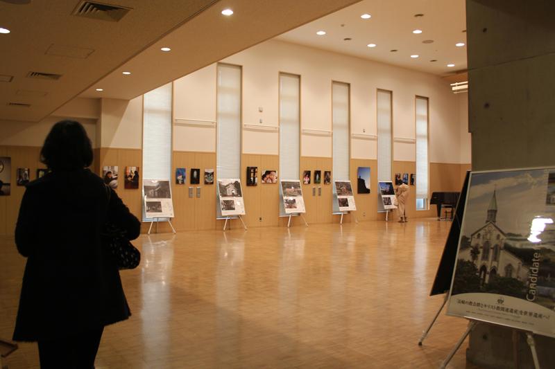 パネル展が開かれている会場=13日、聖イグナチオ教会(東京都千代田区)で