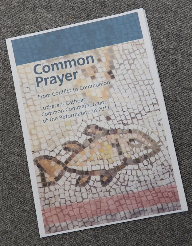 2017年の宗教改革500周年記念に備えるために合同で作られた『共同の祈り』の英語版。