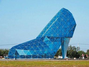女性礼拝者の関心を引くため、靴をかたどった教会が建築される。(写真:ET Today)