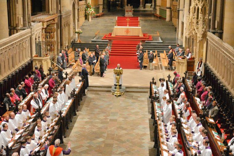 カンタベリーで行われている首座主教会議初日の夕べの祈り