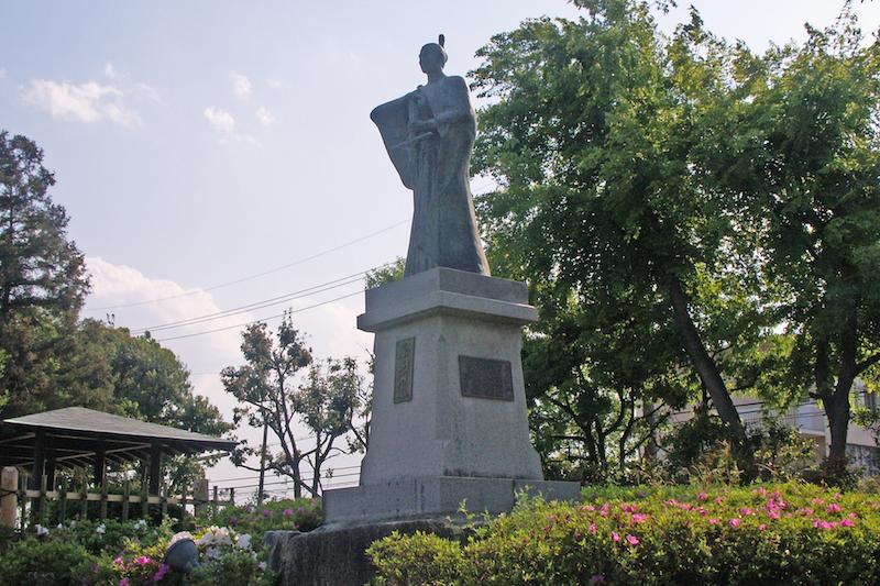 高槻城跡の城跡公園(大阪府高槻市)にある高山右近の銅像(写真:own work)