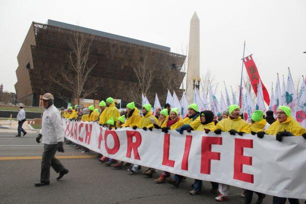「マーチ・フォー・ライフ」に参加した数千人の中絶反対派の人々=22日、ワシントンDCで(写真:クリスチャンポスト/Samuel Smith)