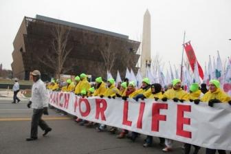 「マーチ・フォー・ライフ」 冬の嵐の中、中絶反対派数千人が参加 米ワシントンDC