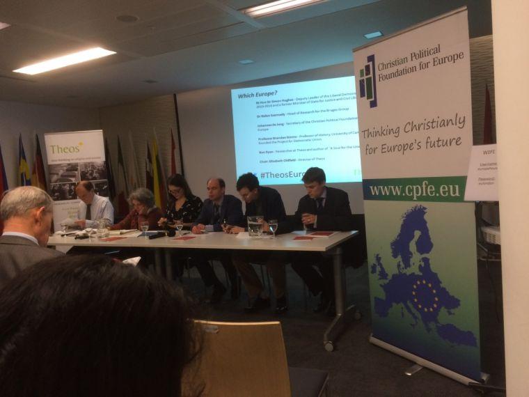 EUとキリスト教―宗教的アイデンティティーについての質問が討論の多くを占める