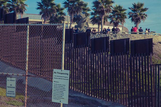 フレンドシップ・パークにある国境のフェンス(写真:Tony Webster)