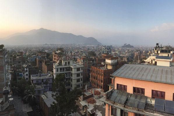 ネパールの首都カトマンズ(写真:John Clear)