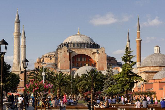 聖クレメント正教会と同じく東ローマ帝国時代の建設を起源とするイスタンブールのアヤソフィア(写真:t-mizo)