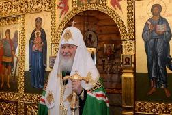ロシア正教会のキリル総主教、南極を初めて訪問 聖堂で奉神礼 ペンギンたちの間を散歩も