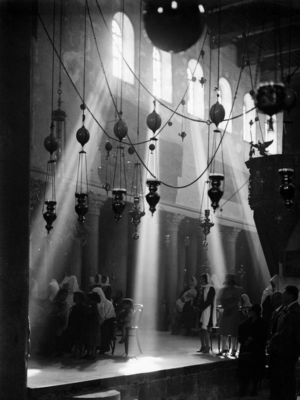 聖誕教会(降誕教会)内部(写真:Lewis Larsson, American Colony)
