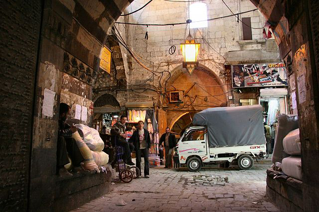 トルコとの国境に近いシリア北部の都市アレッポの市場(写真:ウィキペディア)