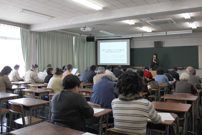 講演に耳を傾ける参加者たち=19日、立教女学院短期大学(東京都杉並区)で