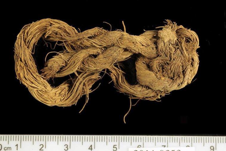 古代のティムナ鉱山で考古学者により発見された布製品の標本(写真:テルアビブ大学)