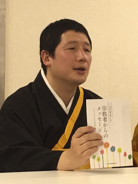 冊子『自死の苦悩を抱えた方へ 宗教者からのメッセージ』を中心となって作成した僧侶の竹本了悟氏